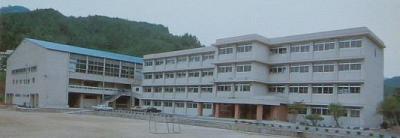 川本高校舎